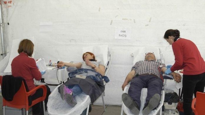 Kızılay Çadırında Kan Bağışı Kampanyası