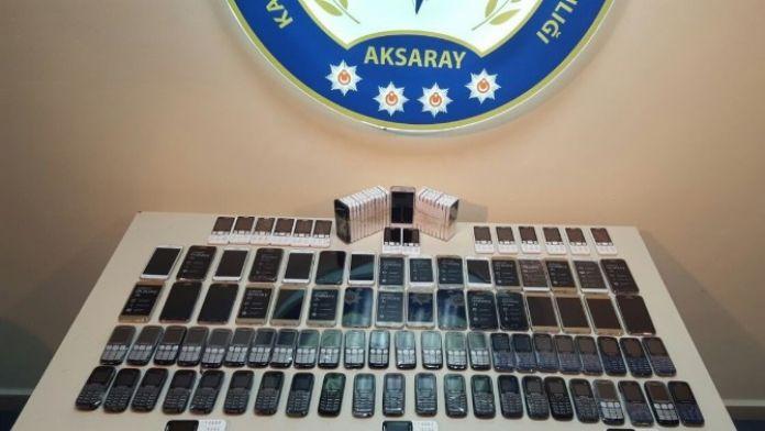 Aksaray'da Gümrük Kaçağı 118 Cep Telefonu Ele Geçirildi