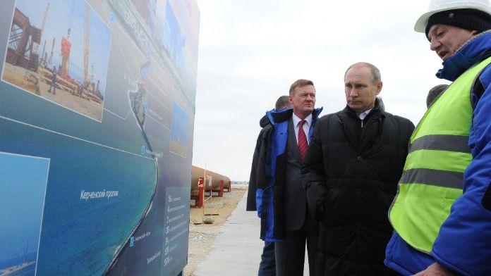 Putin'in inşa ettirdiği köprüye Türk gemisi çarptı