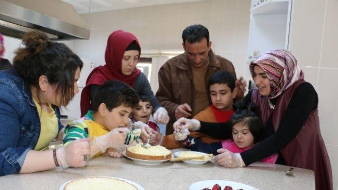 Engelli Çocukların Pasta Heyecanı