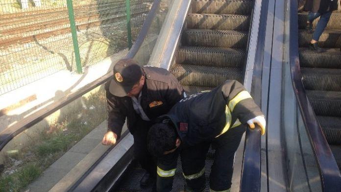 Yürüyen Merdiven Kazası: 2 Yaralı