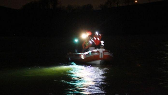 Balık tutmak için göle açılan gençlerden biri kayboldu