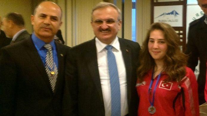Mudanya Klasspor'a Vali Karaloğlu'ndan Ödül