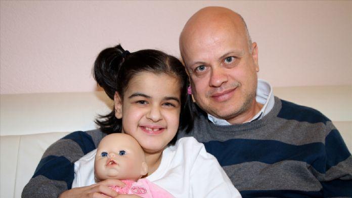 Kızına böbreğini verebilmek için her gün yürüdü