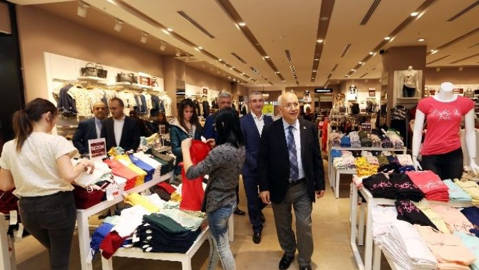 Yenimahalle Belediye Başkanı Fethi Yaşar, AVM'leri Gezdi