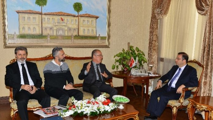 Triatlon Federasyonu Başkanı Güneş, Vali Türker'i Ziyaret Etti