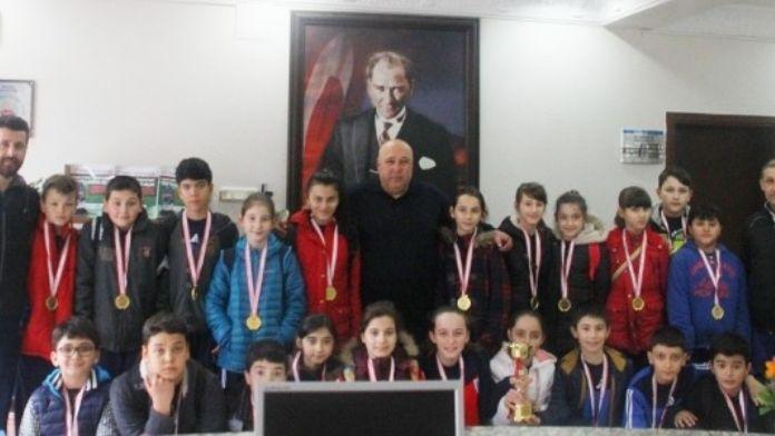 Başarılı Sporculardan Başkan Timur'a Ziyaret