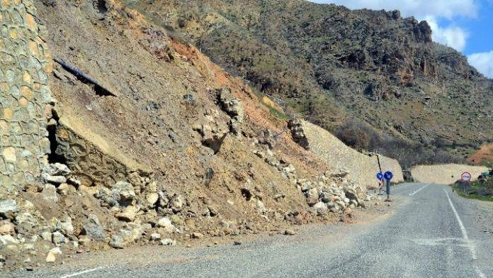 Siirt'te İstinat Duvarı Çöktü