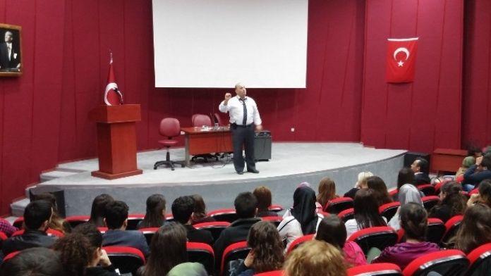 Sungurlu MYO Öğrencilerine 'Sağlık Yönetimi' Konferansı Verildi