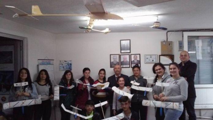 Balyalı Gençler Model Uçak Yapımını Öğrendi