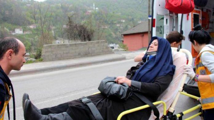 Zonguldak'ta hafif ticari araç otomobile çarptı: 1 yaralı
