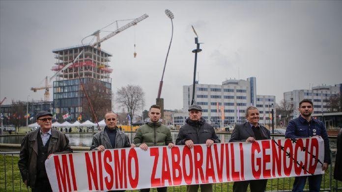 Bosnalı kurban yakınlarından Karadzic protestosu