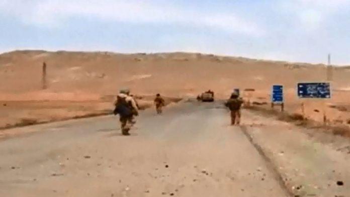 Suriye Ordusu DAEŞ kontrolündeki Palmira'ya girdi
