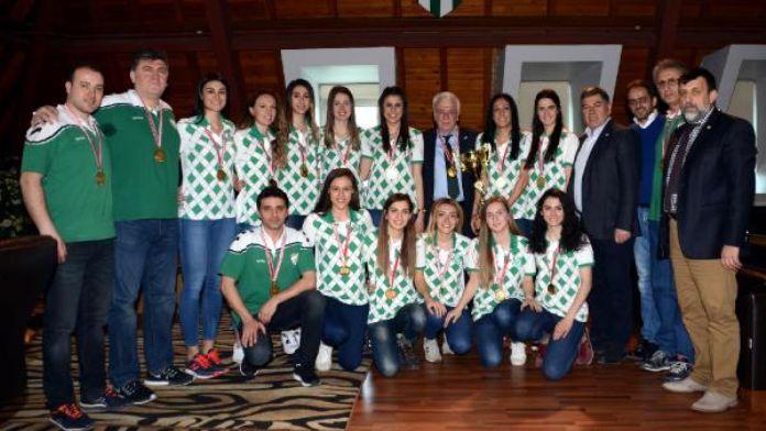 Bursaspor Başkanı Ay'dan şampiyon kadın voleybolculara kutlama