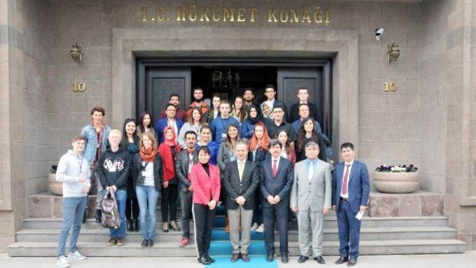 Slovakya'dan Afyonkarahisar'a Gelen 12 Genç Vali Hakan Yusuf Güner'i Ziyaret Etti