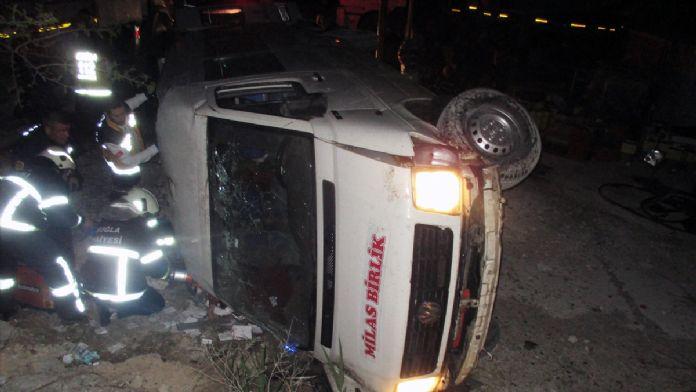 Muğla'da yolcu minibüsü devrildi: 14 yaralı