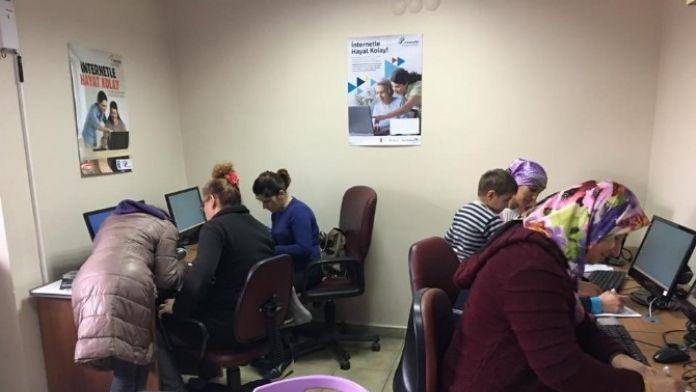 Çaycuma'da 'İnternetle Hayat Kolay' Projesi Kapsamında Uygulamalı İnternet Eğitimi Verildi