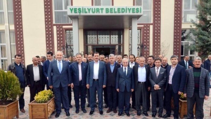 Bakan Tüfenkci, Yeşilyurt Belediyesi'ni Ziyaret Etti