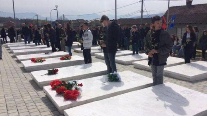 Kosova'nın Büyük Kruşa köyü katliamının 17 yıl dönümünde kurbanlar anıldı