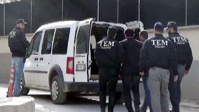 Aranan PKK'lılar sahte kimlikle yakalandı