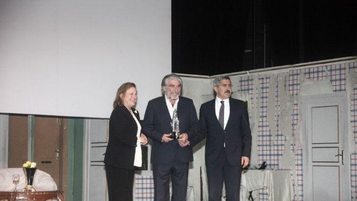 'Yaşam Boyu Başarı Ödülü' usta tiyatrocu Özyağcılar'ın