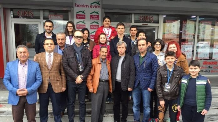Vali Çınar Ve Kaymakam Erkan Tiyatro Ekibiyle Bir Araya Geldi