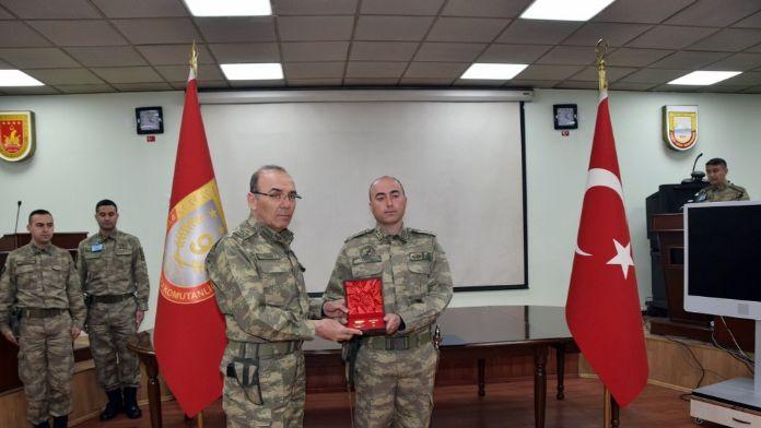 Orgeneral Akar'dan o askere 'Üstün Cesaret ve Feragat Madalyası'