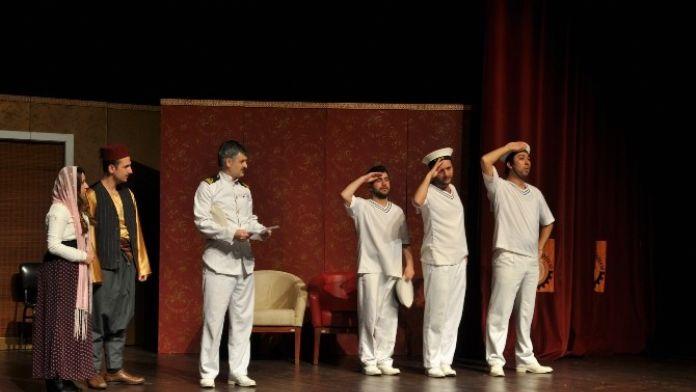 Uşak'ta 'Bahriyeli Yarim Var' Tiyatro Gösterisi