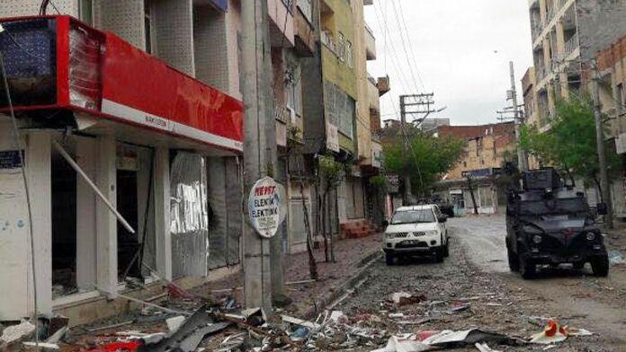 Nusaybin'de uzaktan kumandalı tuzak: 3 polis yaralandı