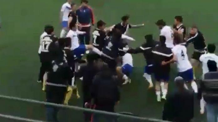 Amatör maçta tekme ve yumruklar konuştu