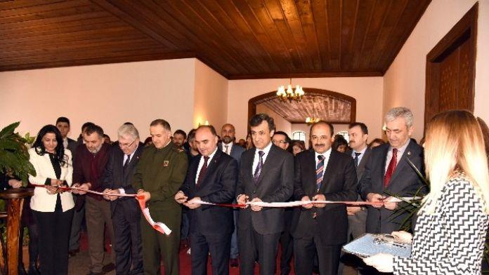 Rektörlükte Ebru Sergisi Düzenlendi