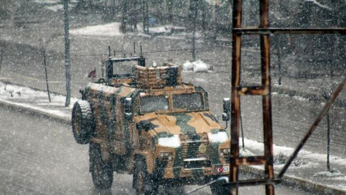 Yoğun kar yağışı da neymiş operasyonlar sürdü
