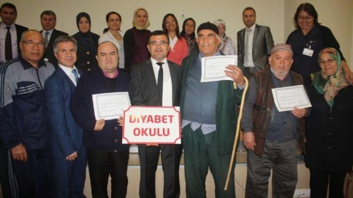 Diyabet Kursiyerleri Sertifikalarını Aldı
