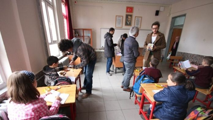 Genç Tıbbiyelilerden Öğrencilere Destek