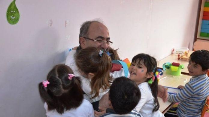 Başkan Gülcüoğlu Anaokulu Ziyaret Edip, Lise Öğrencilerini Misafir Etti