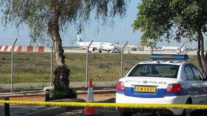Mısır Uçağını Kaçıran Korsanlar Kadın Ve Çocukları Serbest Bıraktı