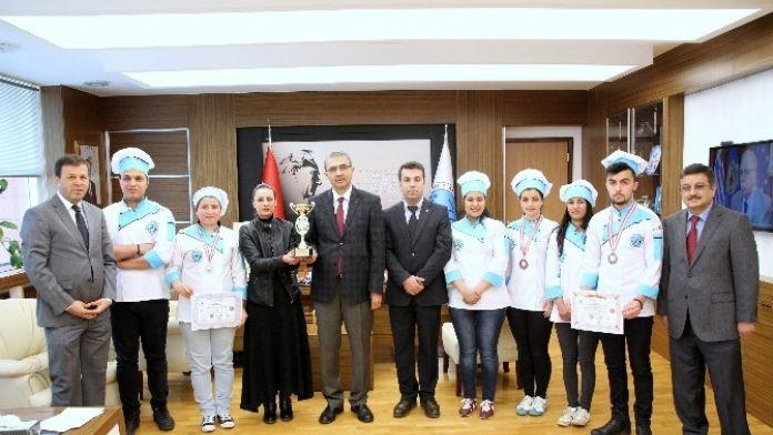 Aşçılar Şampiyonasında Kilis'ten Katılan Öğrenciler Madalya İle Döndü