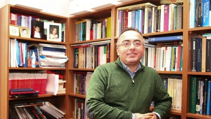 Prof. Dr. Mitat Çelikpala: 'Rus Heyetin Gelişi Askeri Alanda Tarafların Görüşmeye Başladığına İşaret Ediyor'