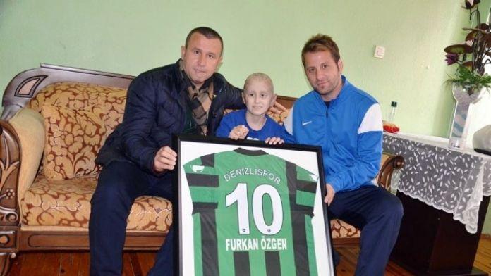 Denizlispor'dan Beyin Kanseri Hastası Furkan'a Ziyaret
