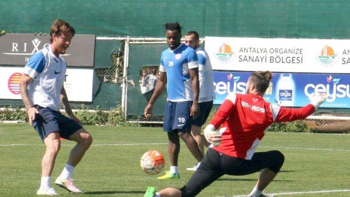 Antalyaspor atremanında Eto'o'nun özel konuğu