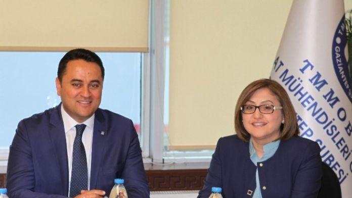 Büyükşehir Belediye Başkanı Fatma Şahin İnşaat Mühendisleri Odasını Ziyaret Etti.