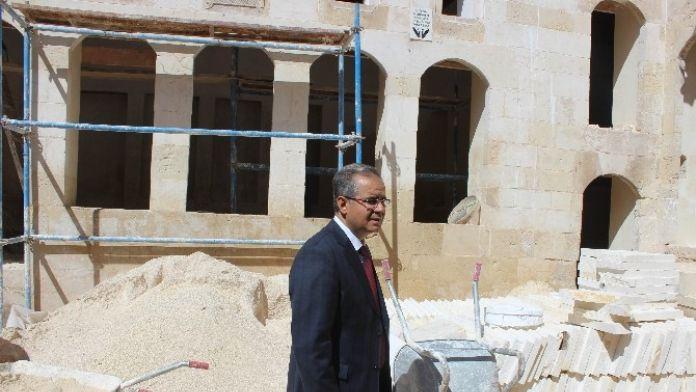 Vali Tapsız, Restorasyonu Tamamlanan Ve Devam Eden Tarihi Mekanları Gezdi