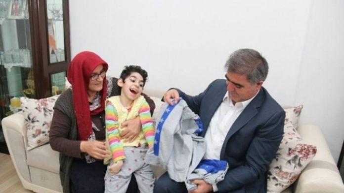 Başkan Özdemir Zeynep'i Sevindirdi