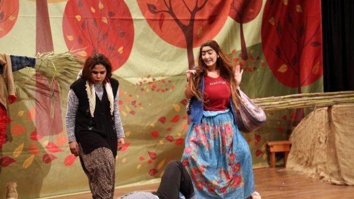 Erdemli Belediyesi Şehir Tiyatrosu Yeni Oyun 'Pusuda' İle Sahnede