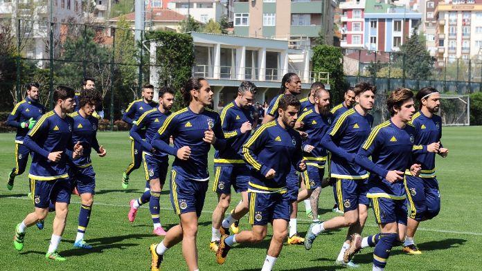 Fenerbahçe 3 günlük iznin ardından antrenmanlara başladı