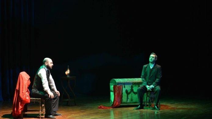 SAÜ'de 'Şair' İsimli Tiyatro Oyunu Düzenlendi