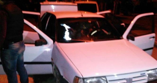 Polisten Kaçan Araç Ateş Edilerek Durduruldu