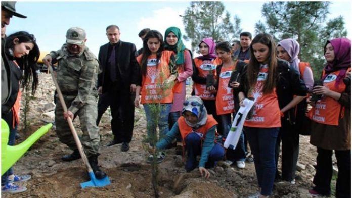 Kilis'te Jandarma, Köy Korucuları Ve Çevrecilerle Birlikte Fidan Dikti