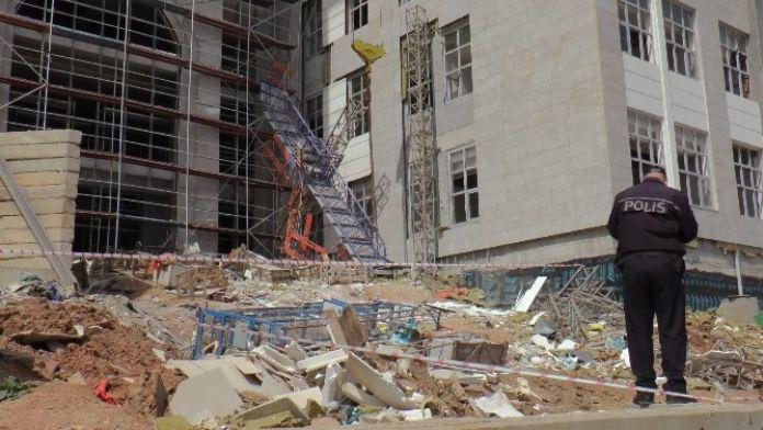 Gebze'de İnşaat İskelesi Çöktü: 2 Yaralı