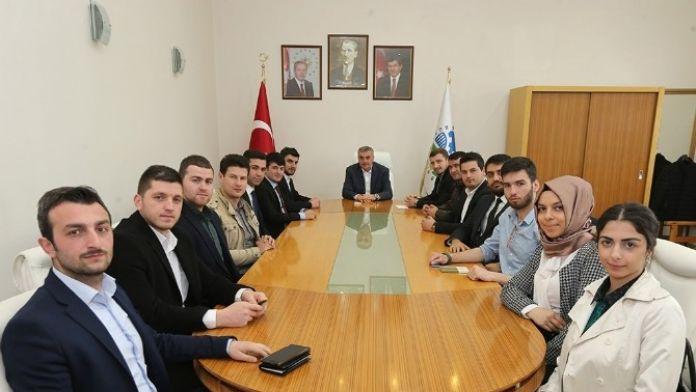 Başkan Toçoğlu Sakarya Gençlik Heyeti Temsilcilerini Makamında Ağırladı